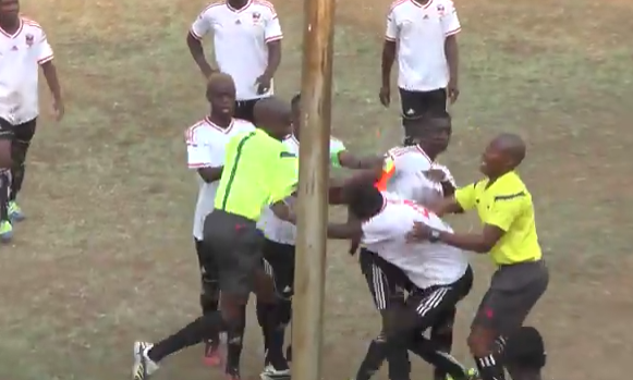 Video: Division One player beats up referee after receiving red card!