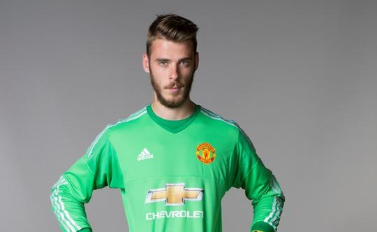 David de Gea signs contract extension at Man Utd