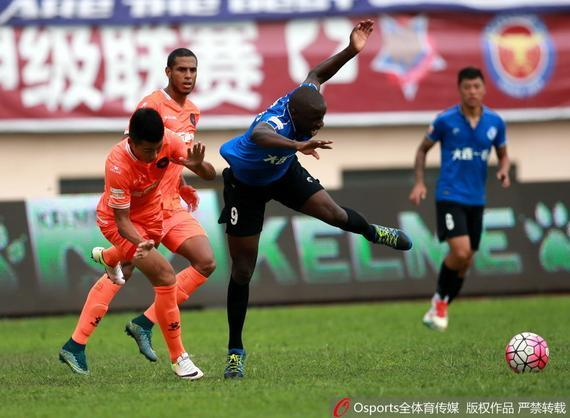 Nyasha Mushekwi scores earning a point for Dalian Yifang