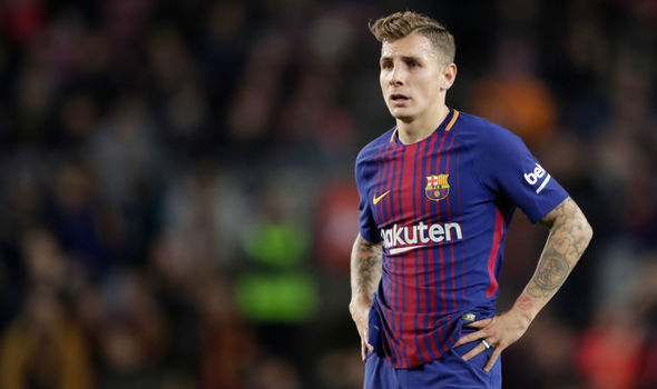 Everton sign Barca full-back