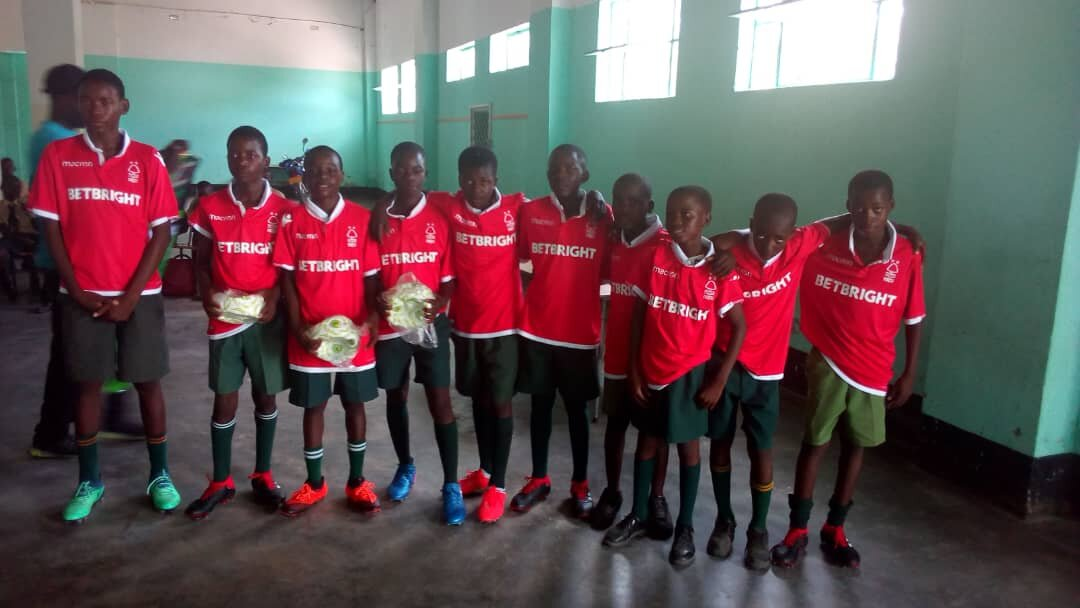 Darikwa delivers football kits to youngsters in Kotwa