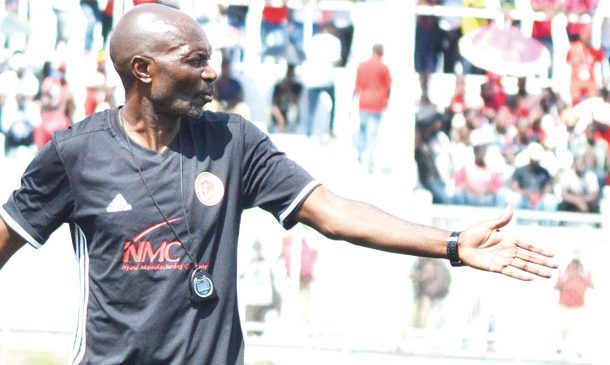 Under-fire Pasuwa receives backing from club executive