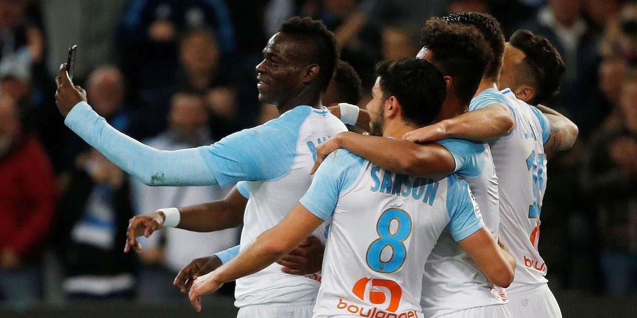 Watch: Balotelli celebrates goal with selfie video
