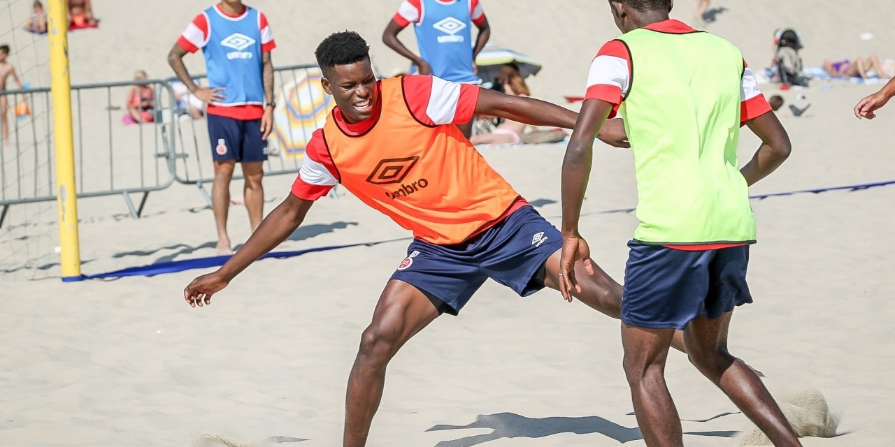 Gallery: Warriors midfielder Marshall Munetsi playing beach soccer with his new teamates in France