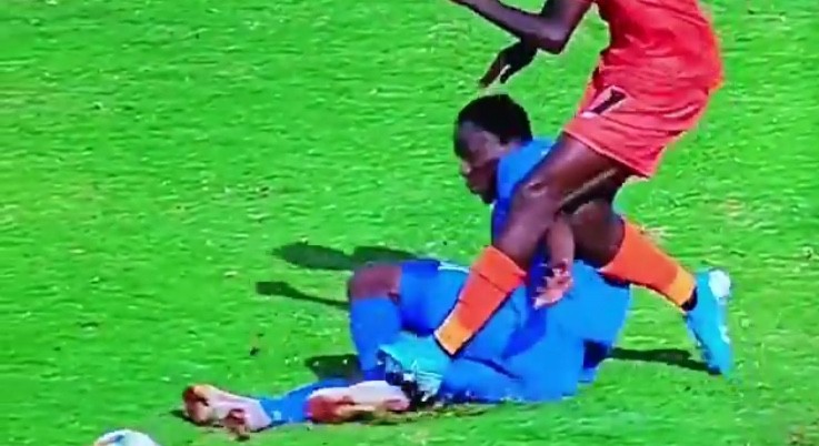 Video: Onismor Bhasera's red card incident