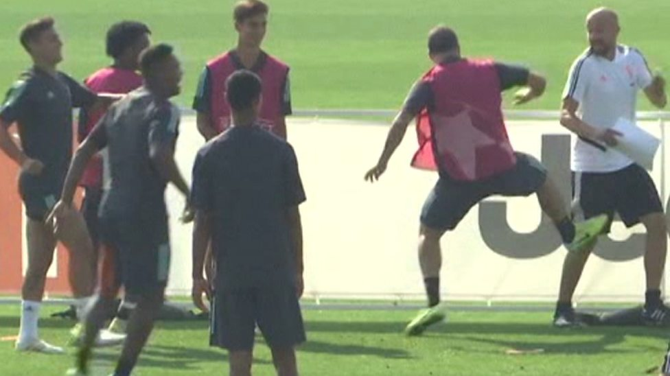 Watch: Juventus striker Gonzalo Higuain loses temper and kicks coach