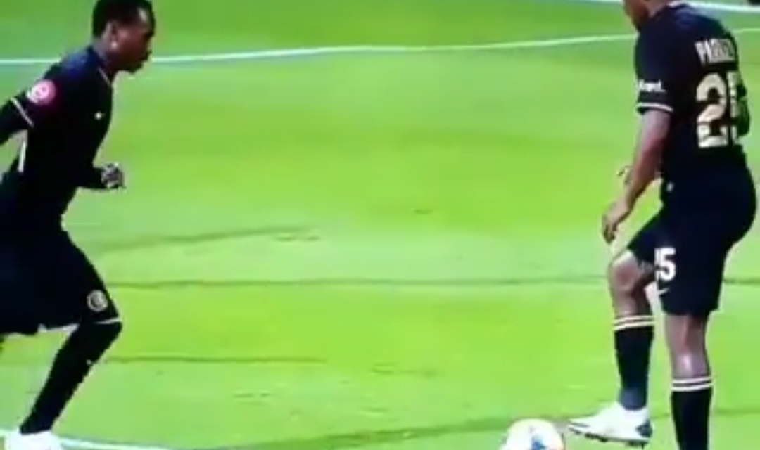 Video: Hilarious mix up between Billiat and Parker in taking a free kick