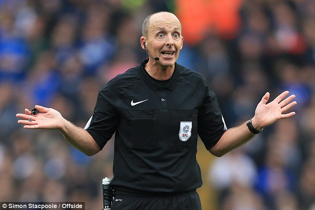 EPL referee Mike Dean withdraws from matchday duties after death threats
